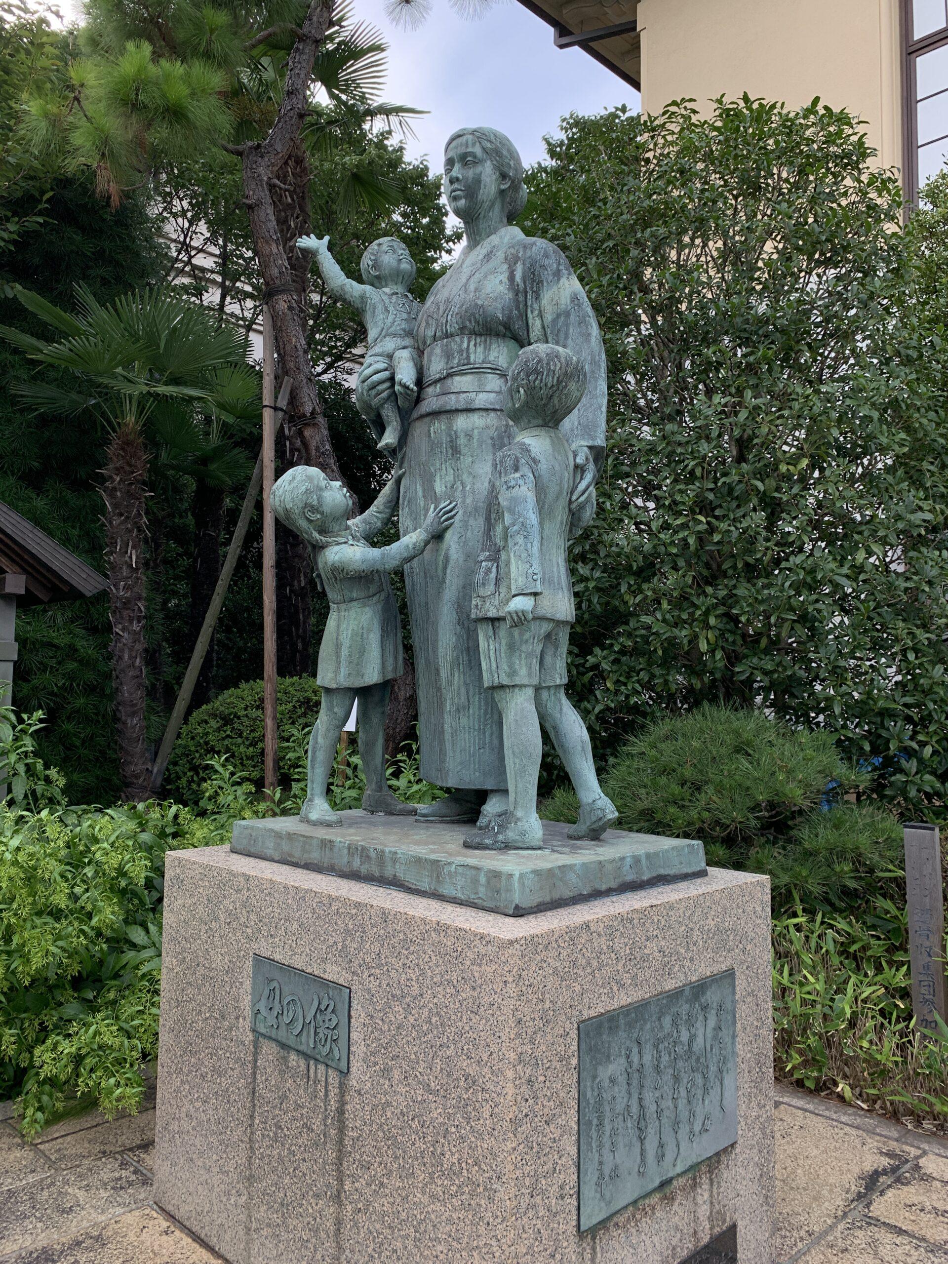 靖国神社 母の像